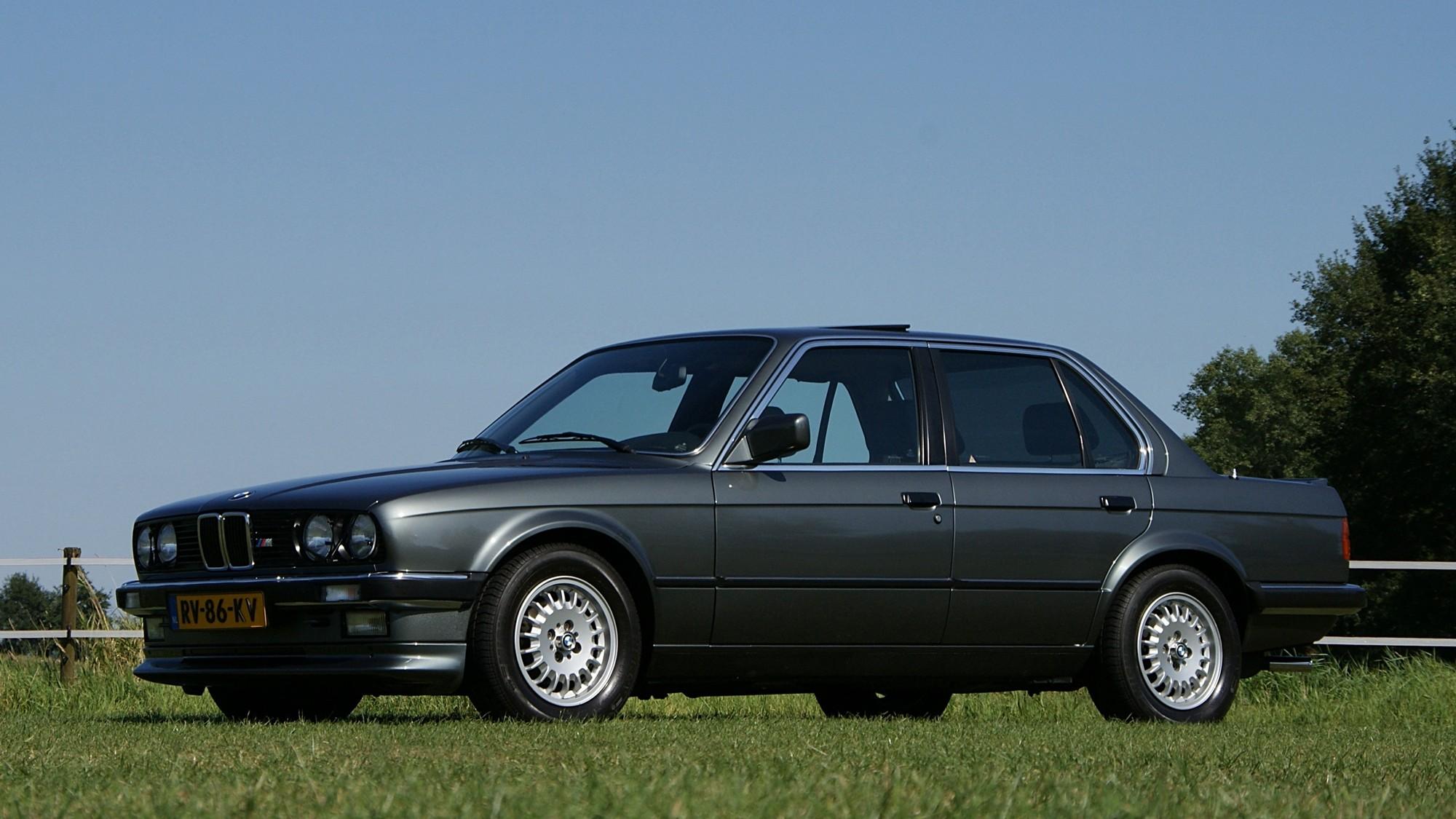 Elmark-online-automotive-content-marketing-1987-BMW-E30-320i-2000x1125