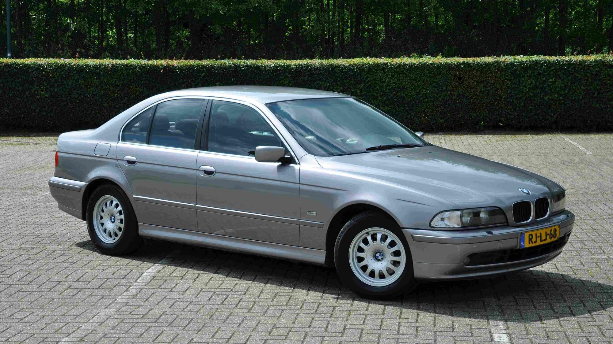 Elmark-online-automotive-content-marketing-1997-BMW-E39-523i-2000x1328